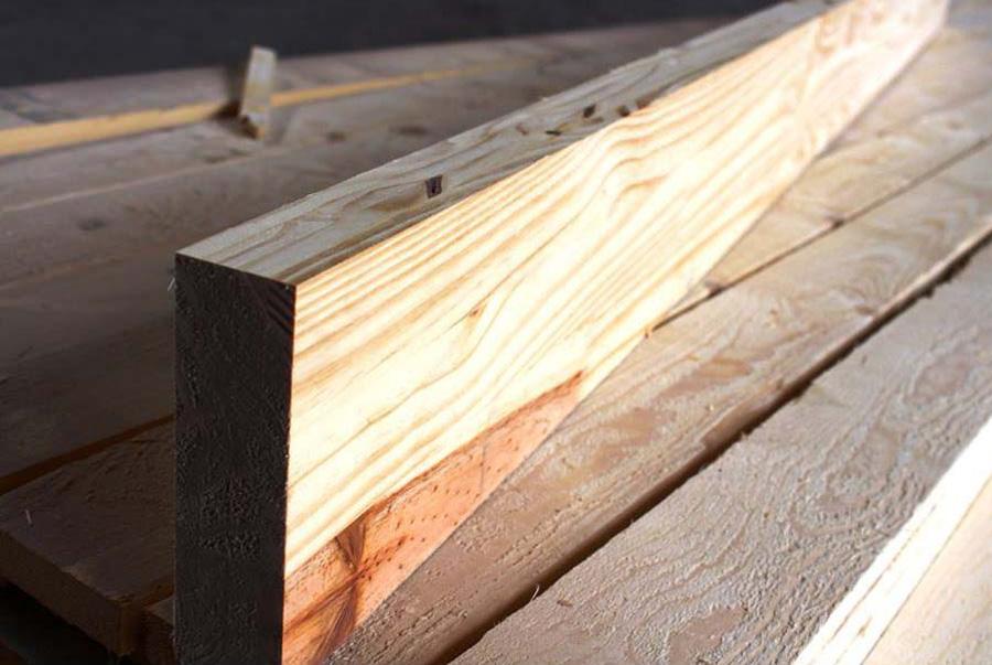 Lam gỗ Thông trang trí 50 x 100 tính mét dài