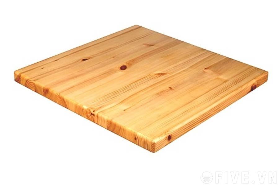 Rong, cắt chính xác tấm ván gỗ làm mặt bàn gỗ
