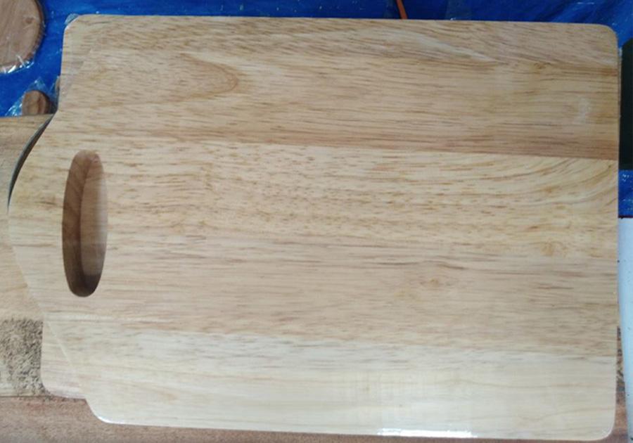 Thớt gỗ cao su có tay cầm MS01